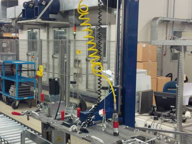 Machinebouw - Half automatische boormal | amtgroup.nl