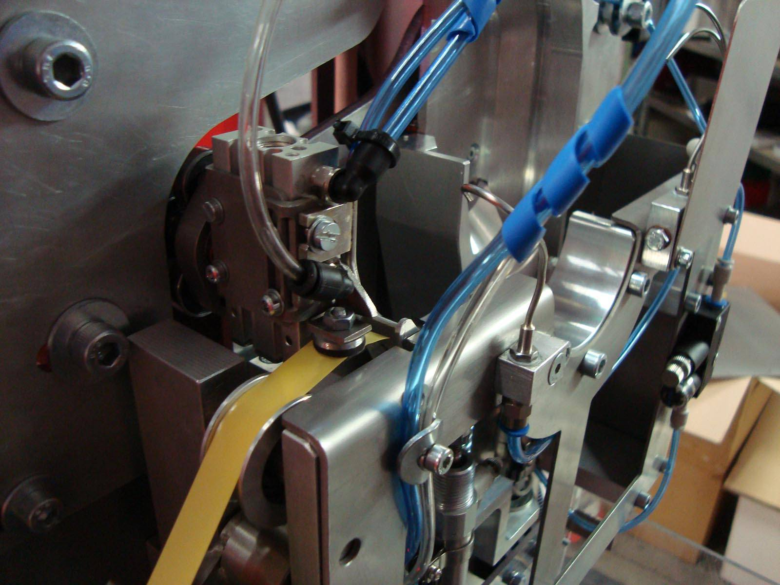 Machinebouw - tape dispenser   amtgroup.nl