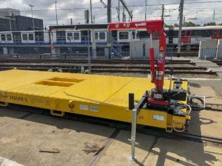 Railtrailer met laadkraan