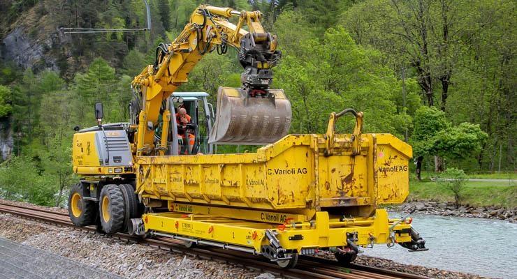 Railtrailer met kraan