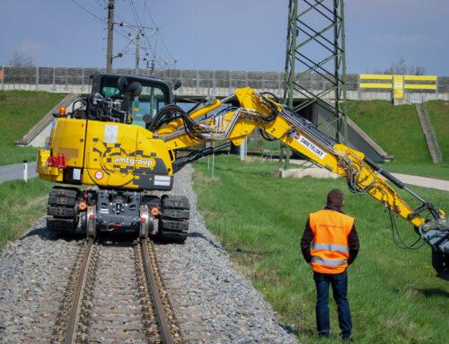 CX85 tracked rail excavator on 760mm track